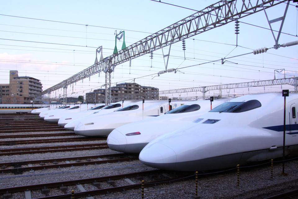 新幹線を使っての転職活動イメージ写真