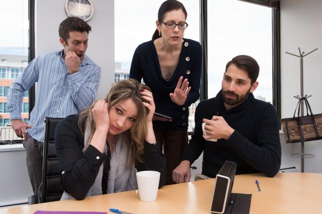 同僚や後輩とのトラブルが原因なら、「チームワーク」を強調する