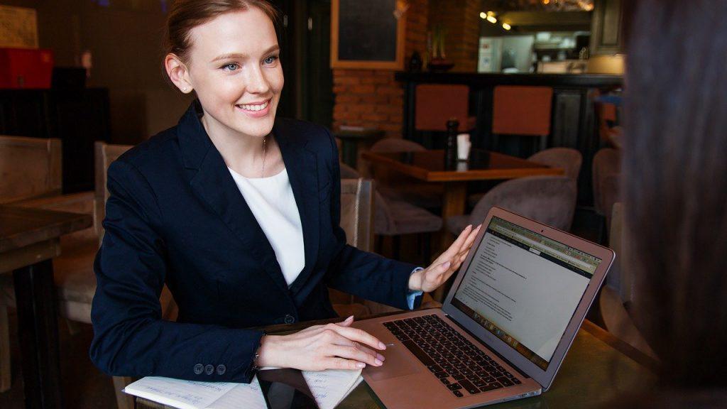 女性の商社での働き方は2通り