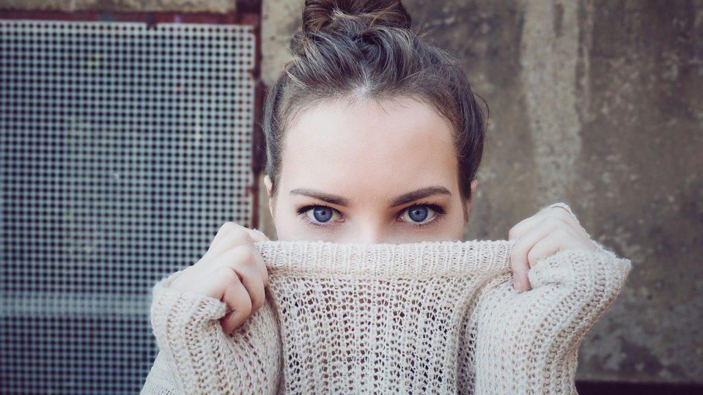 【女性の転職】タイツ、インナーにニットはOK?冬の面接時の服装の3つのポイント